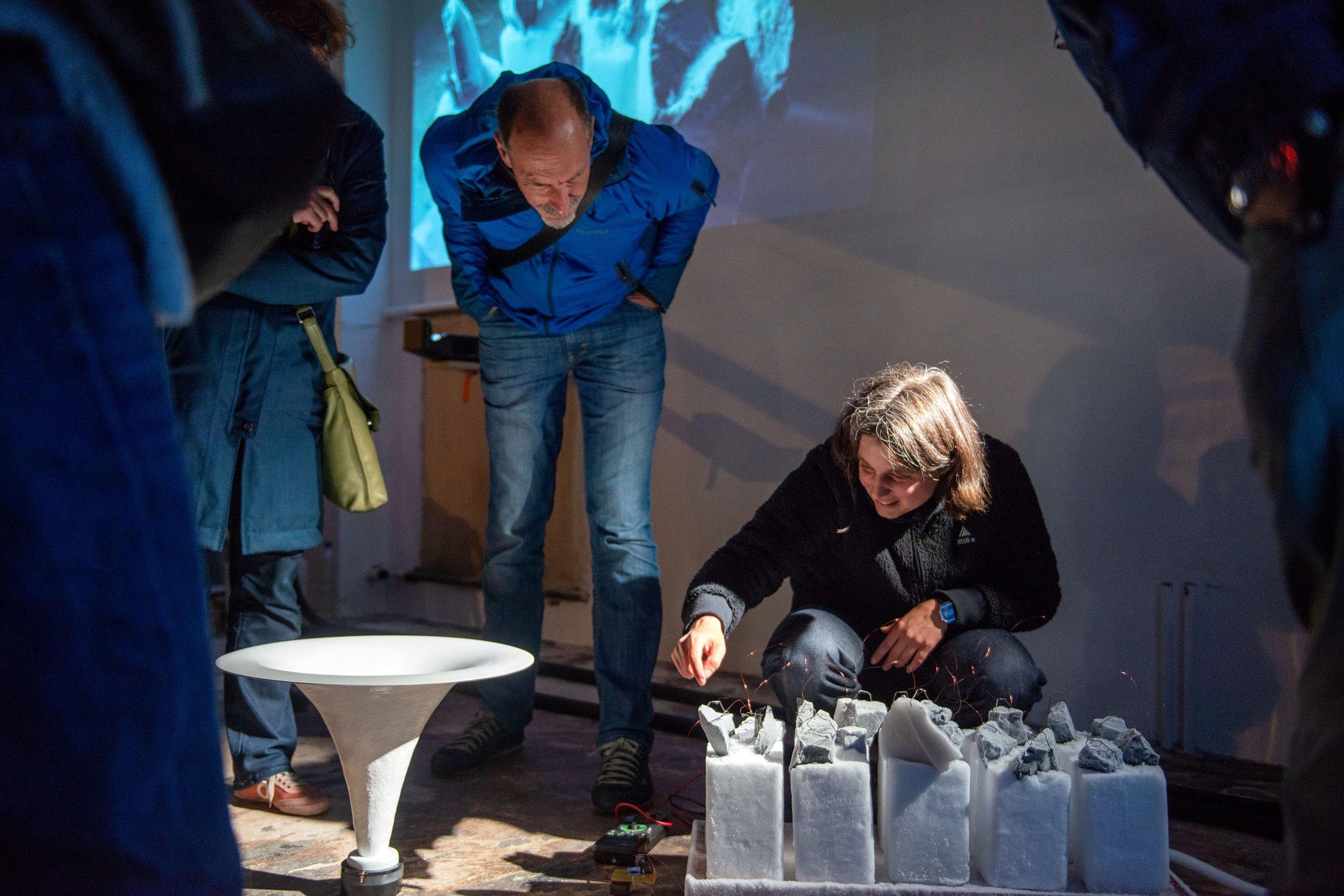 """Ausstellung """"Schnee, Eis, Kohle & Silizium"""" von   Anna Comiotto  , November 2018  Kuration: Samuel Rauber"""