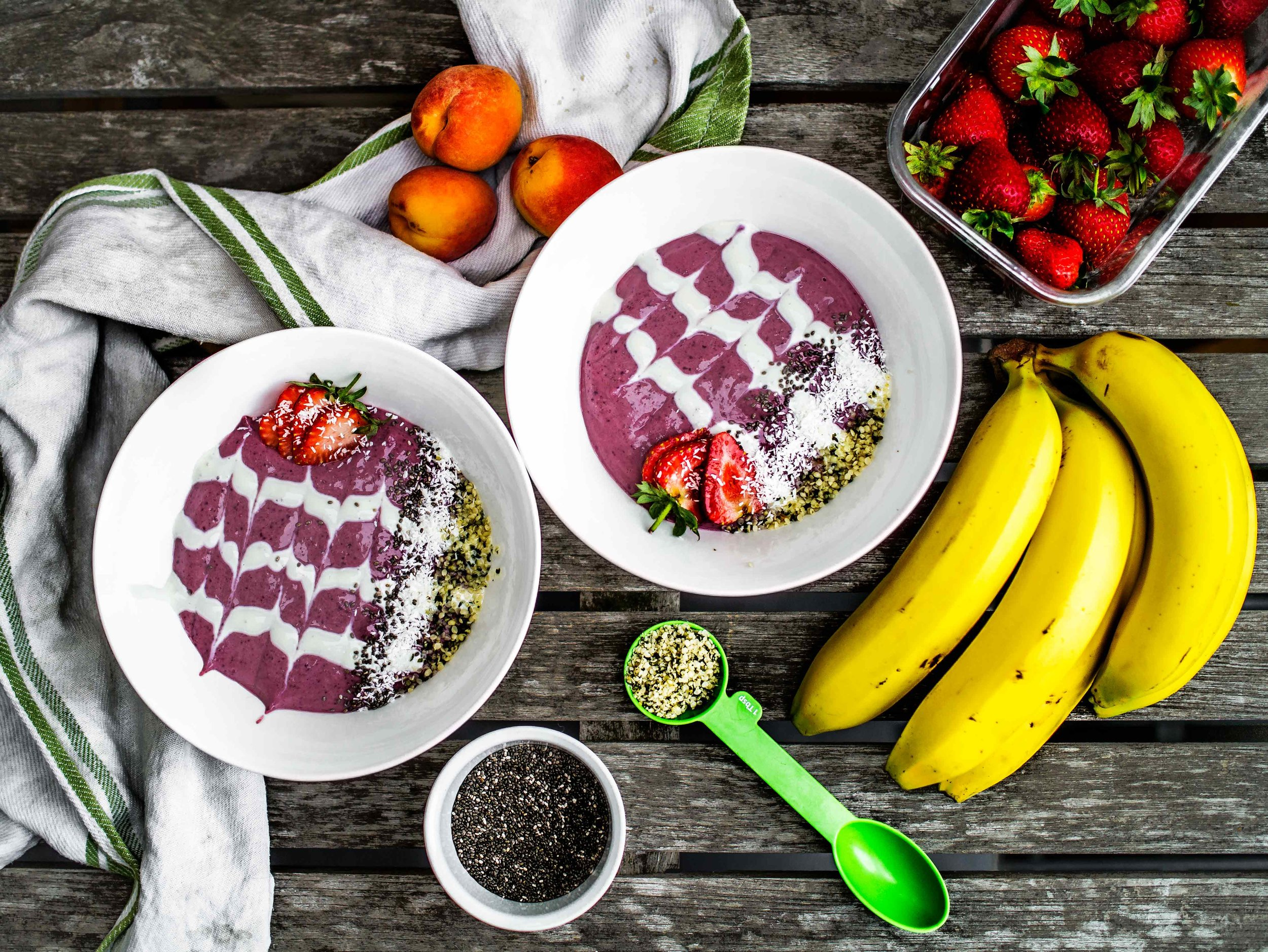 Frozen Berry Smoothie Bowl | www.discoverdelicious.org | Vegan Food