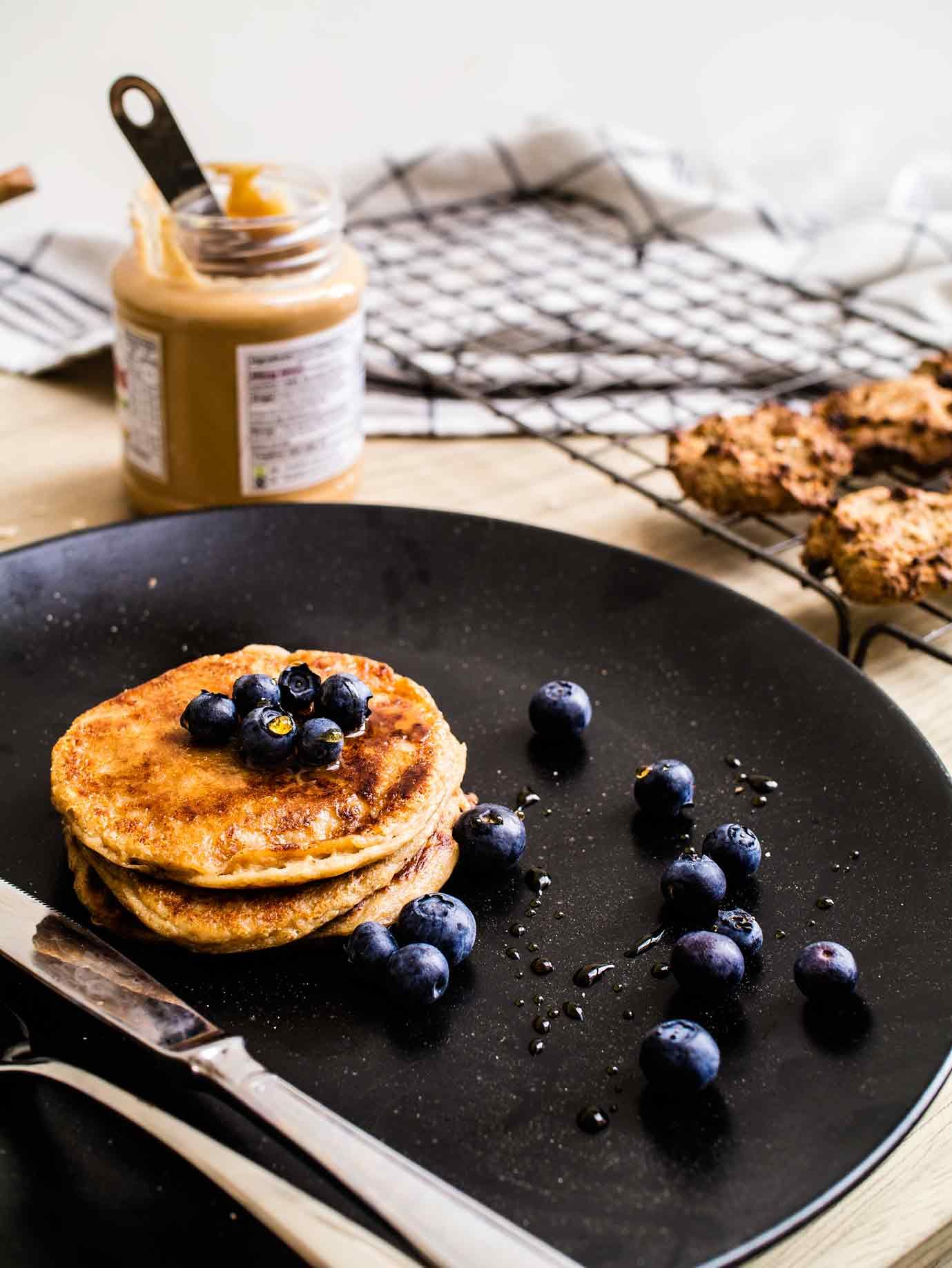 Peanut, oat, banana pancakes | 4 peanut butter recipes, 4 ingredients each! | www.discoverdelicious.org | vegan food blog