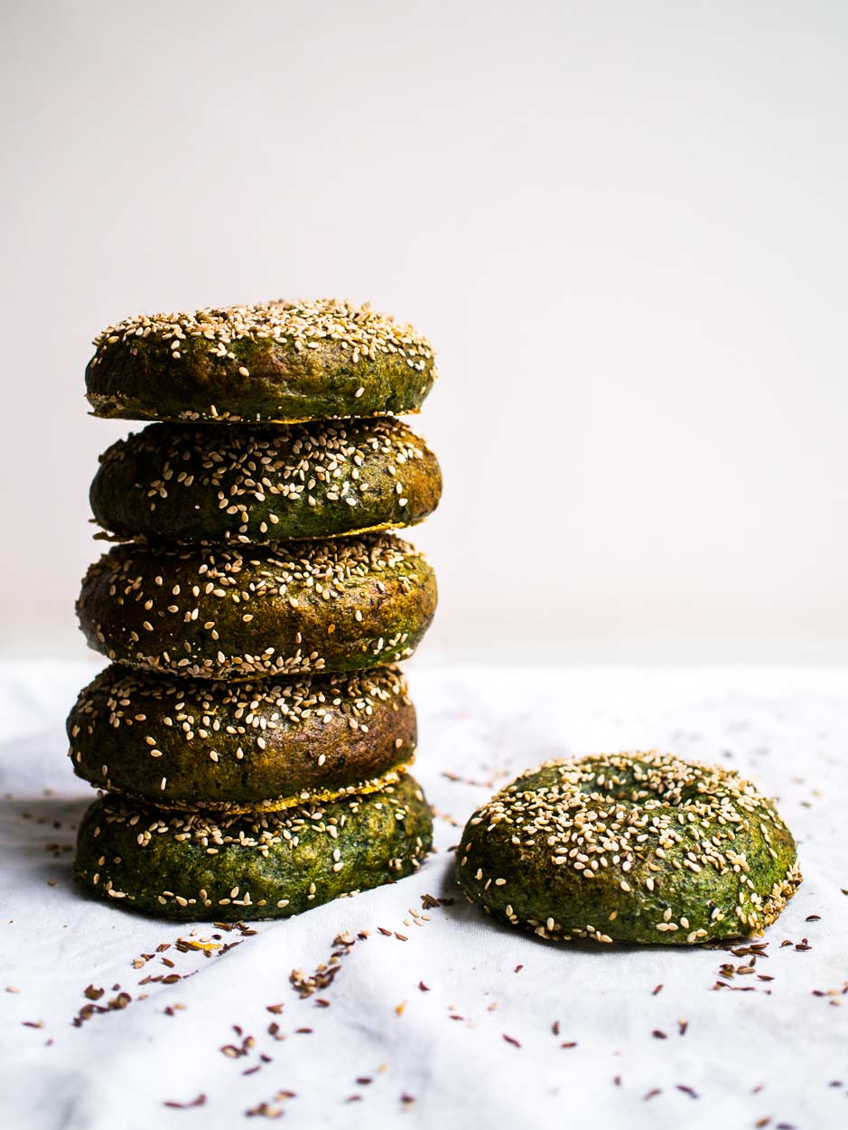 Spinach Bagels | Discover Delicious | www.discoverdelicious.org | Vegan Food Blog