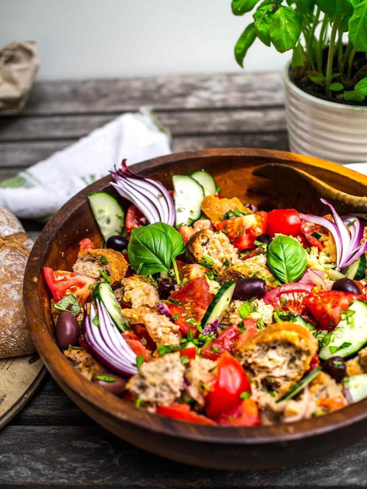 Panzanella || Discover Delicious || www.discoverdelicious.org || Vegan Food Blog