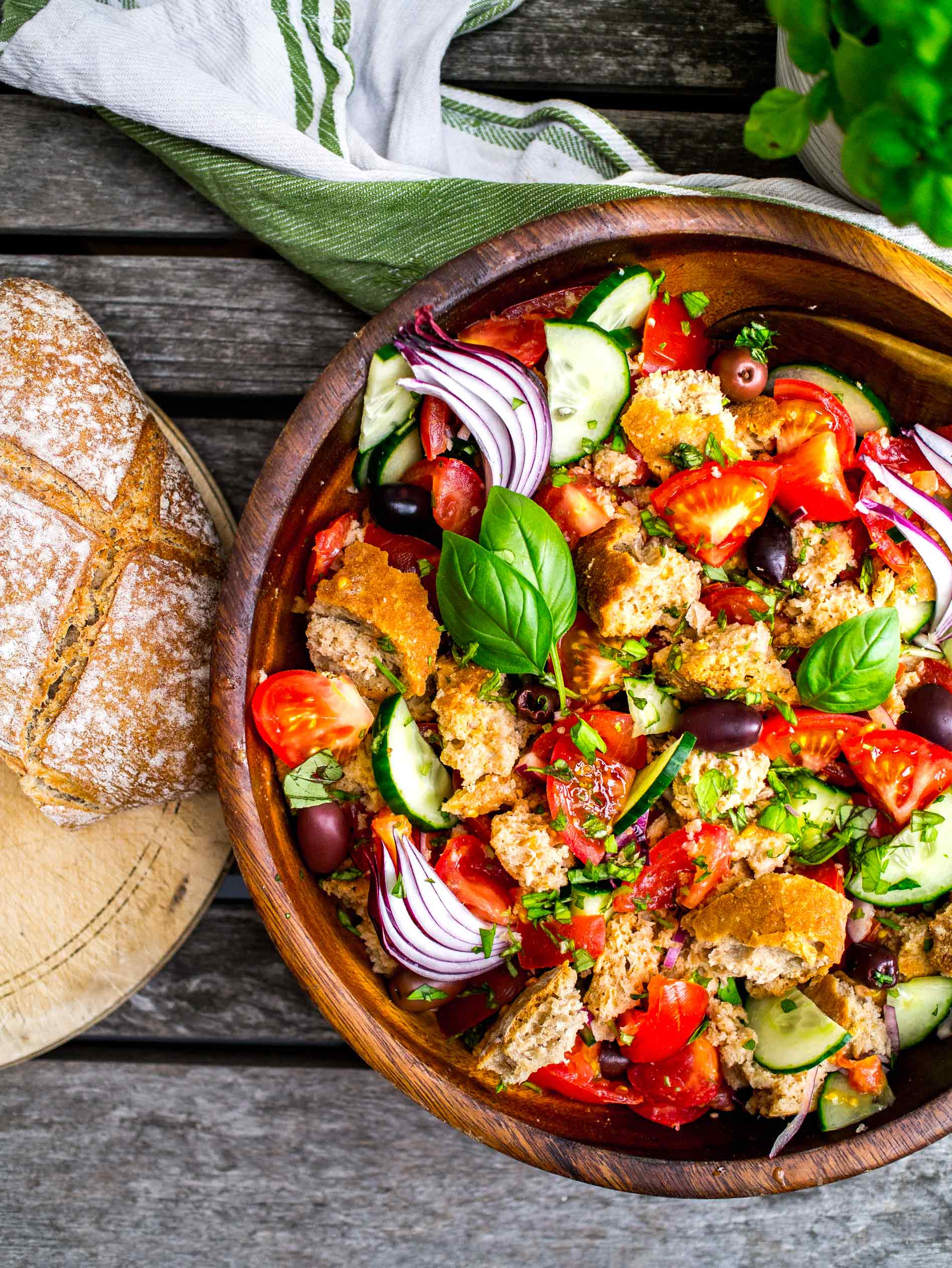 Panzanella || Discover Delicious || www.discoverdelicious.org || Vegan Food Blog