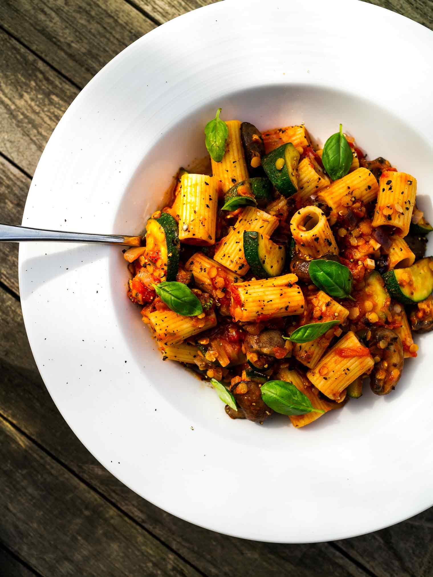 Summery Vegetable Rigatoni -delicious light vegan pasta recipe w/tomato lentil sauce    #summer #zucchini #mushroom #vegetarian #recipes
