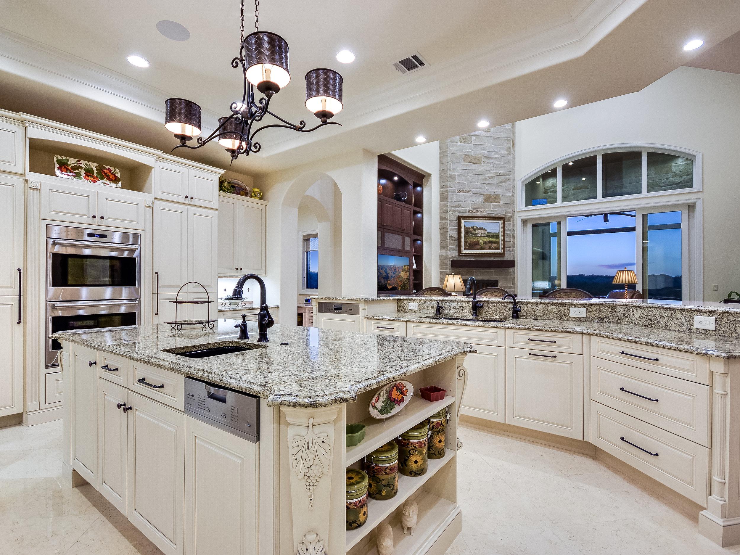 021_Kitchen 2.jpg