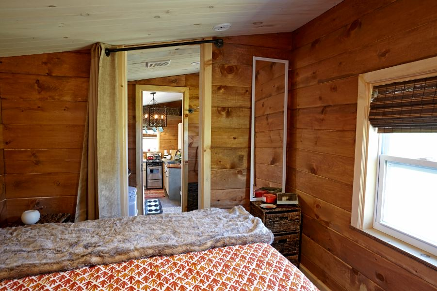Weav Bedroom2.JPG