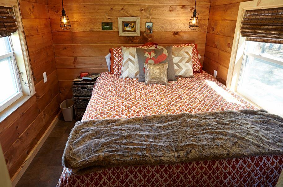 Weav Bedroom.JPG
