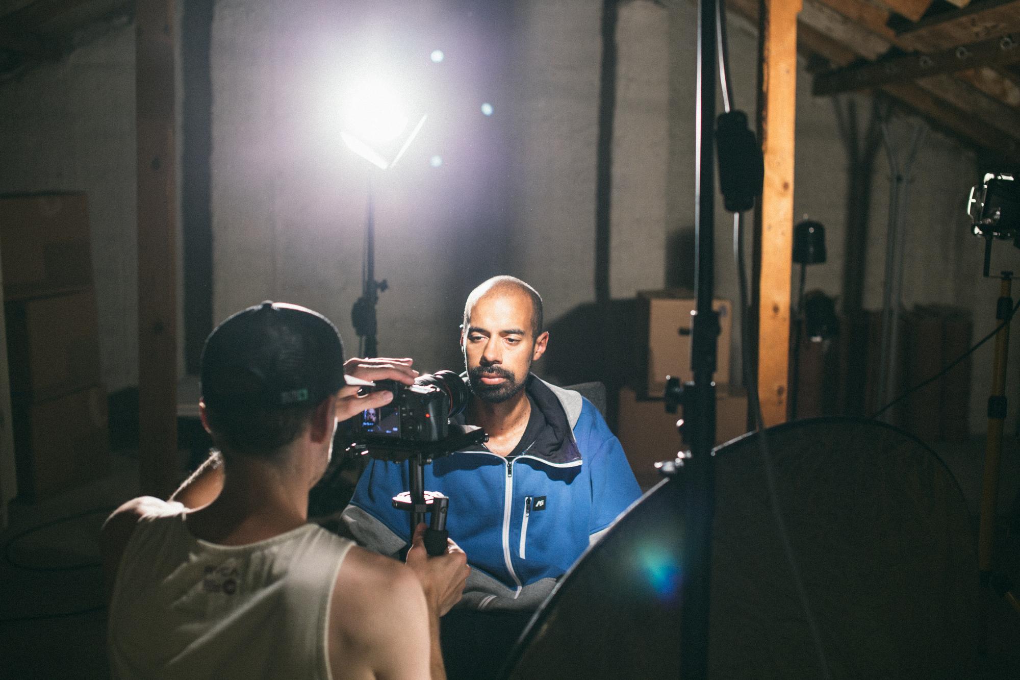 Käytimme kuvauksissa kahta Canonin 60d -kameraa. Valot olivat aidosti kuumenevat työmaalamput.