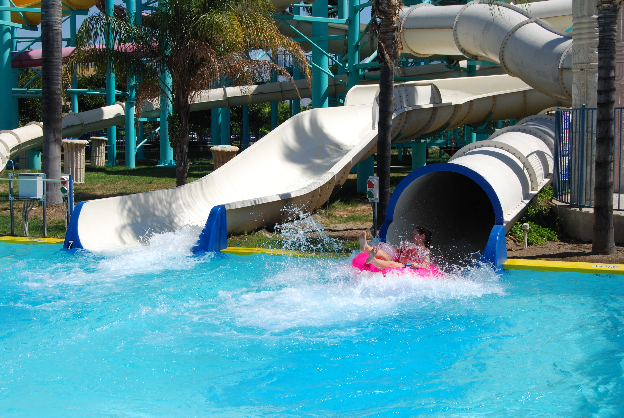"""The pitch-black atmosphere of The Dark Chamber allows for plenty of unexpected drops, turns, and splashes -- including a splashdown in three feet of water! Minimum Rider Height: 48"""""""
