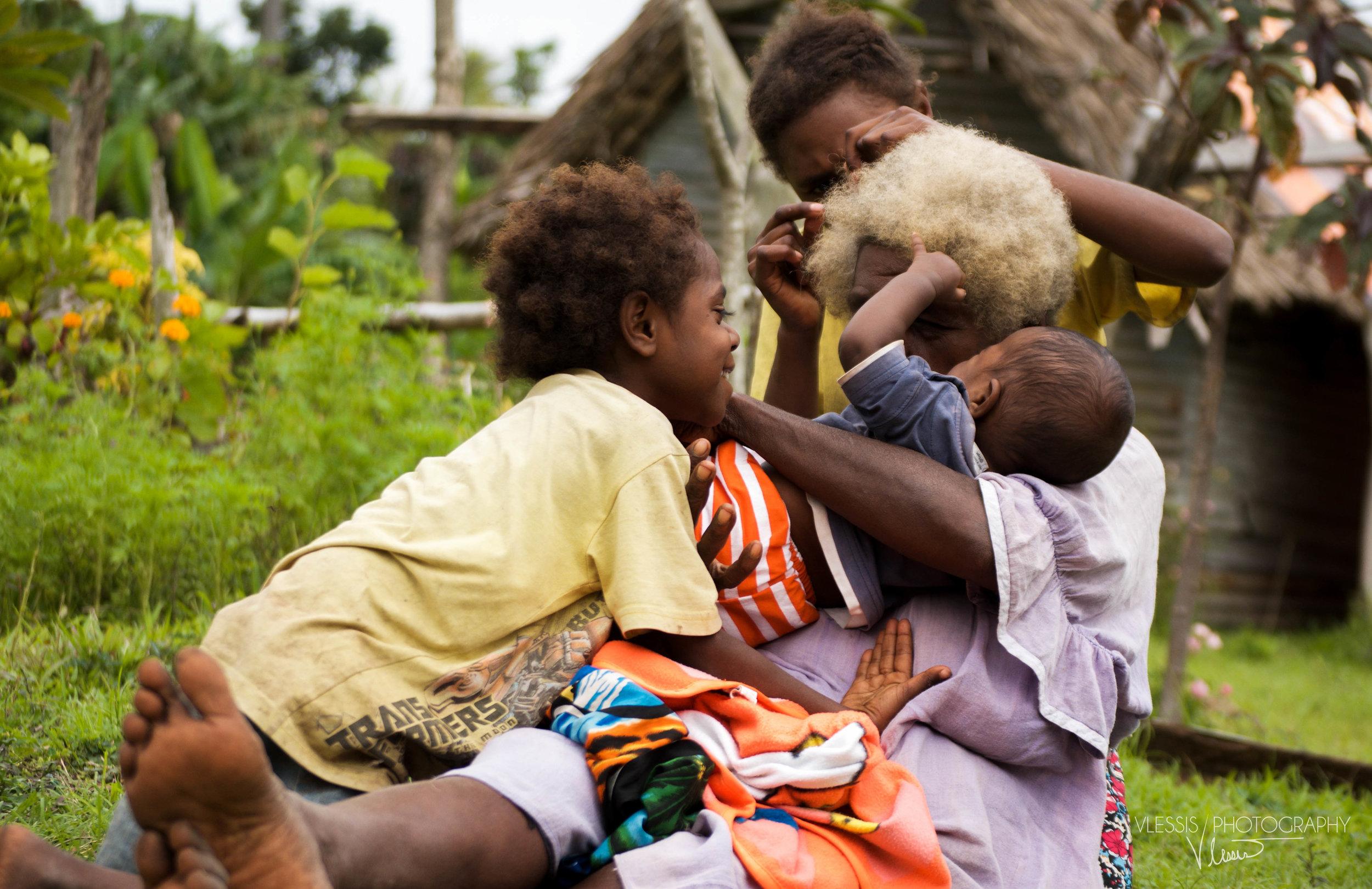 Vanuatufamily2 (1 of 1).jpg