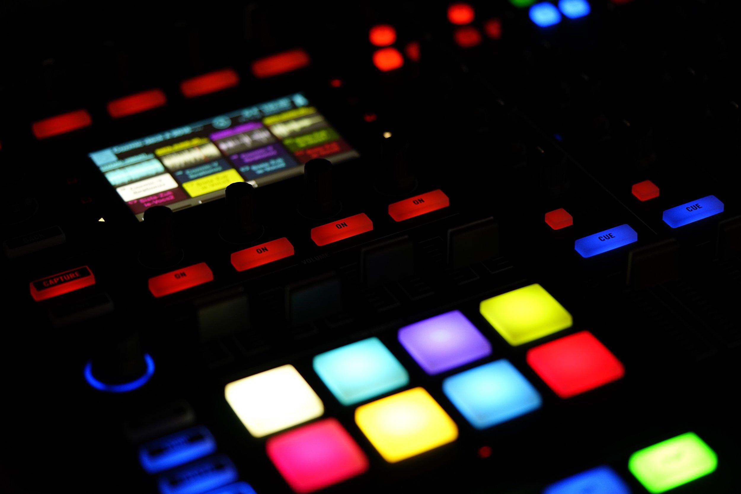 blur-bright-buttons-221558.jpg