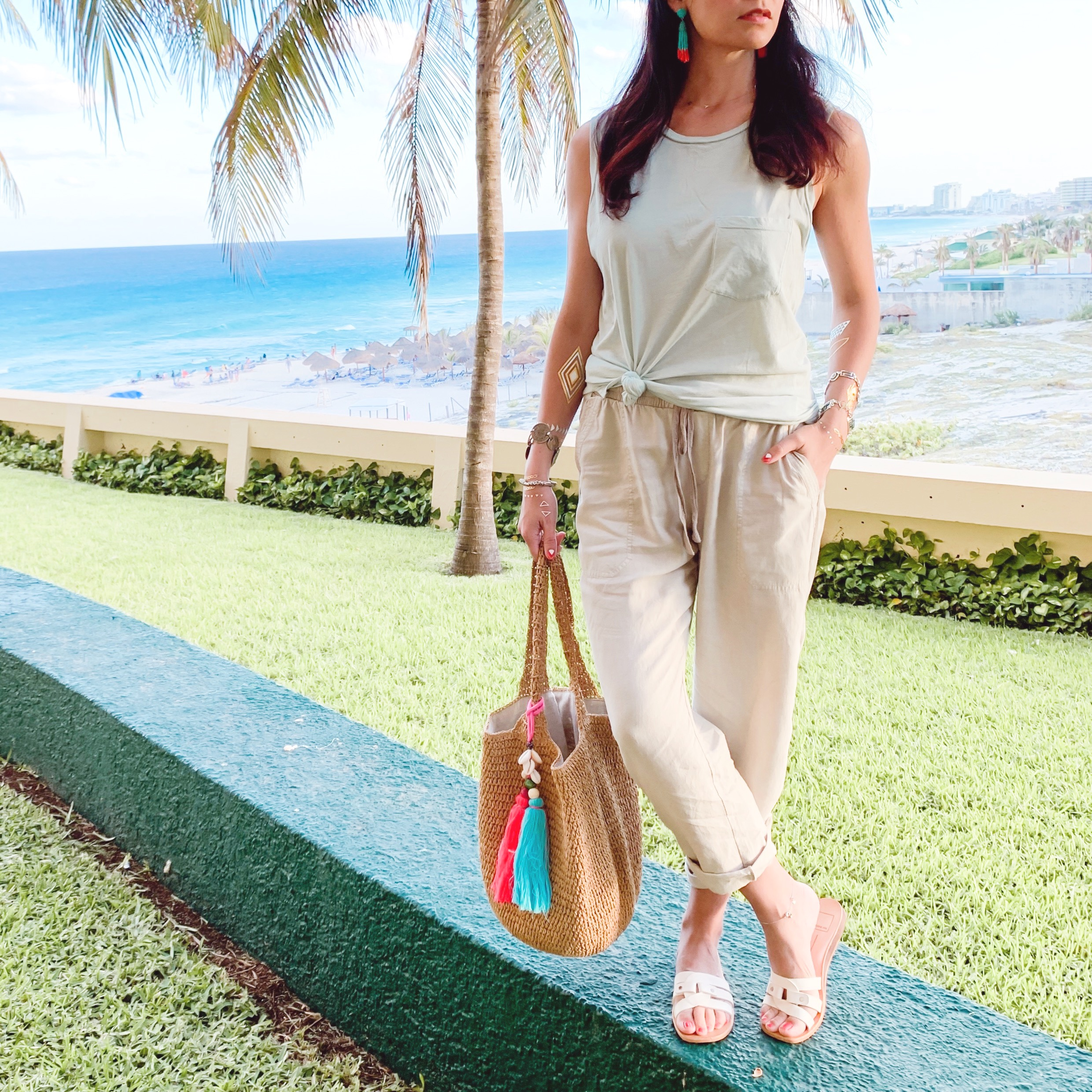 What to Wear on a Beach Summer Vacation, Straw Beach Bag