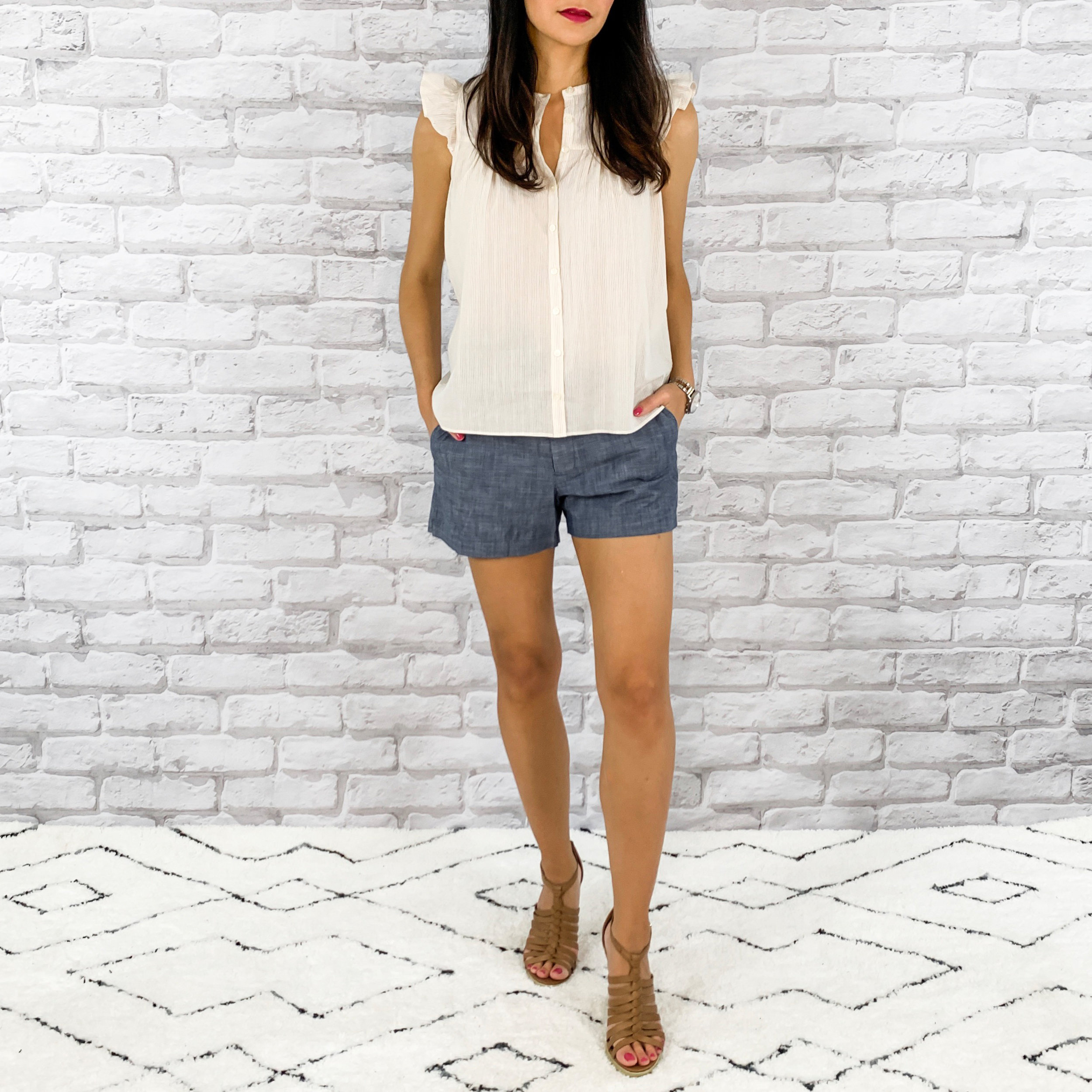 — OUTFIT DETAILS —    Madewell Top    |    Gap Shorts     |   Sam Edelman Shoes   — CCW DETAILS —    StealthGearUSA Holster     | Glock 43 | Belt   {   similar   }