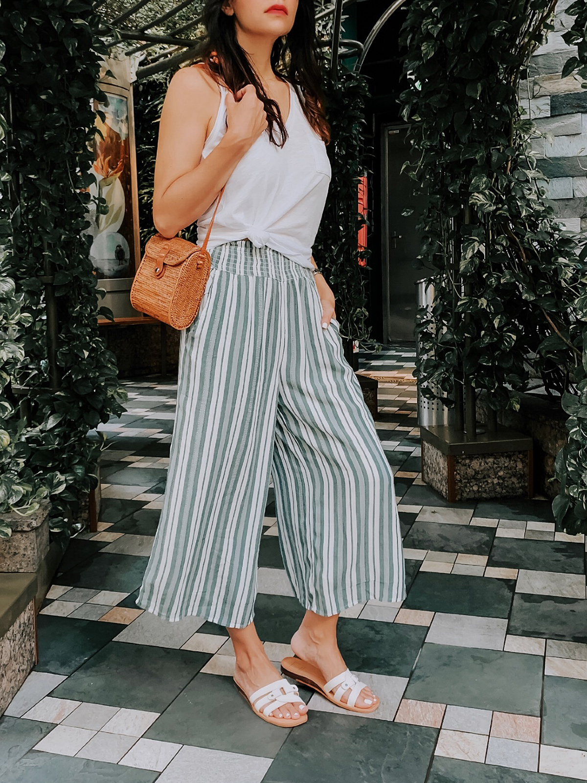 How to Style Culottes, Summer Outfit Easy, Culottes Outfit, Rattan Bag