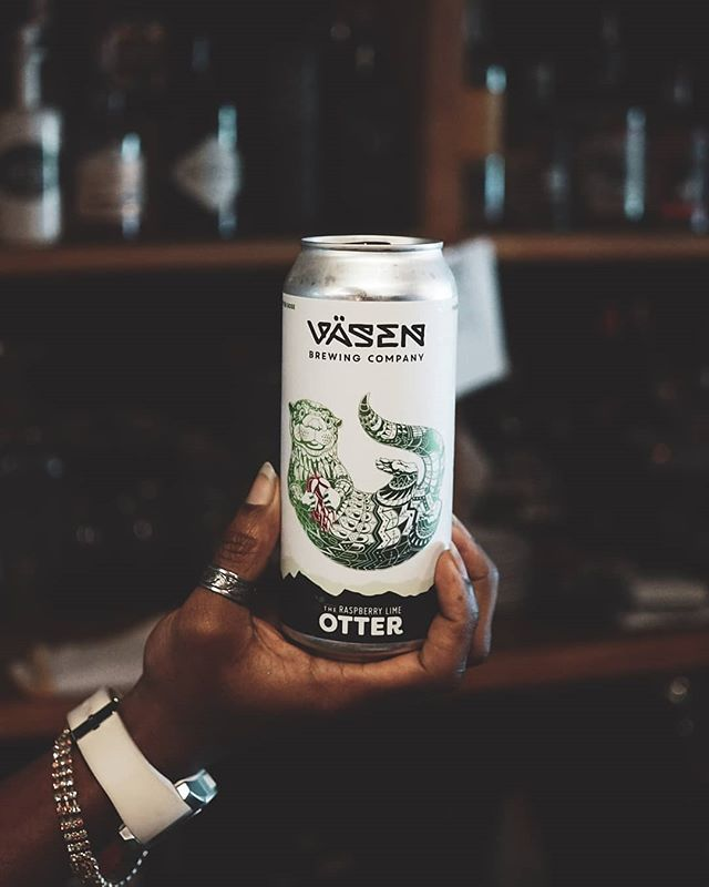 We always have your favorites on tap but occasionally we'll get a few new beer in. Say hello to @vasenbrewing The Mint Lime Otter, a refreshing Minty gose-style ale with lime. Ask for it behind the bar! . . . #MyDCcool #IGDC #BYthings #ACreativeDC #WalkWithLocals #WashingtonDC #DCeats #DMV