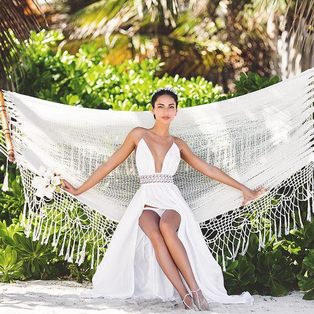 #dreamspuntacana #puntacanavenues #dominicanrepublicweddingphotos #barcelobavarodelux #hardrockwedding #huracancafewedding #puntacanaphotography