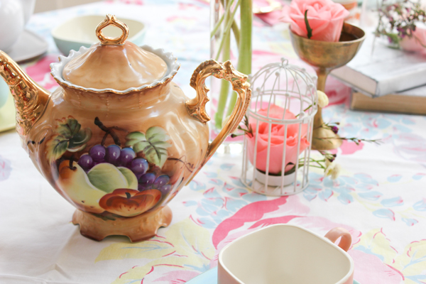 harpers_tea_party_vintage_teapot_5.jpg