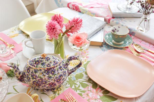harpers_tea_party_vintage_teacups_8.jpg
