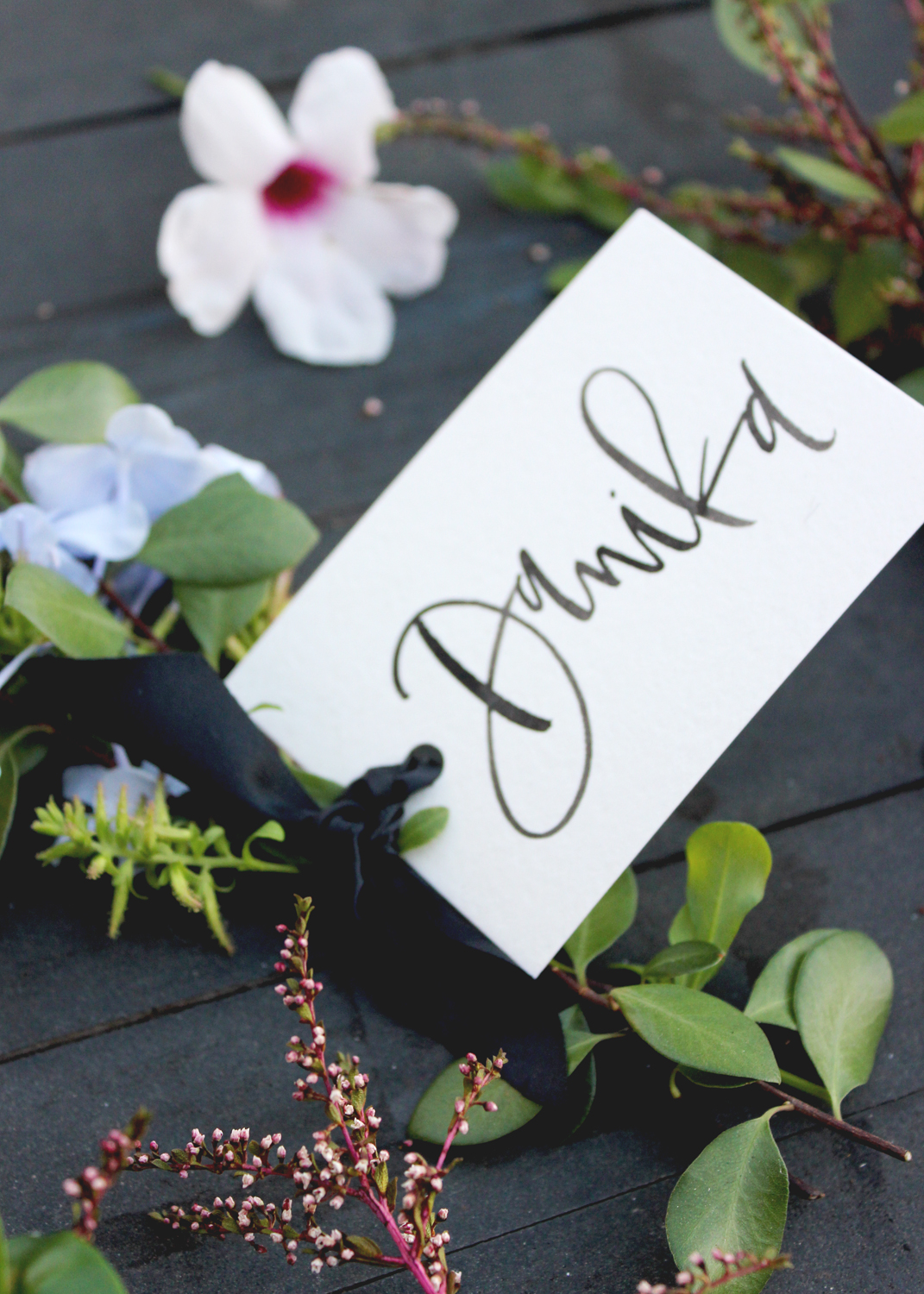 A place card and flower bundle favor in one | A Fabulous Fete