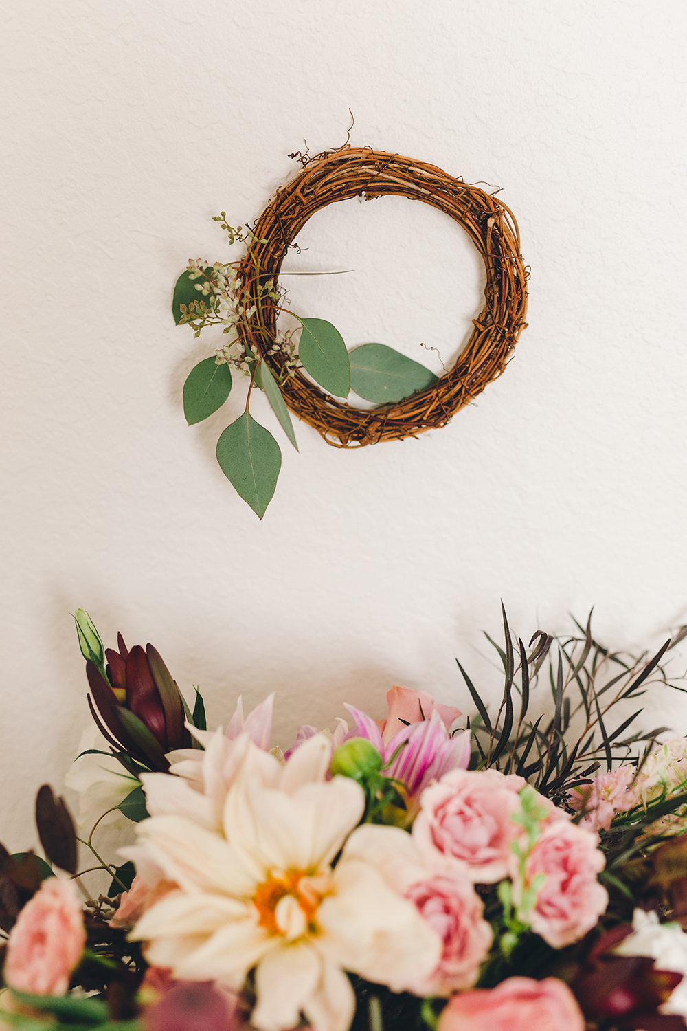 The easiest wreath your will ever make for your holiday parties! | A Fabulous Fete