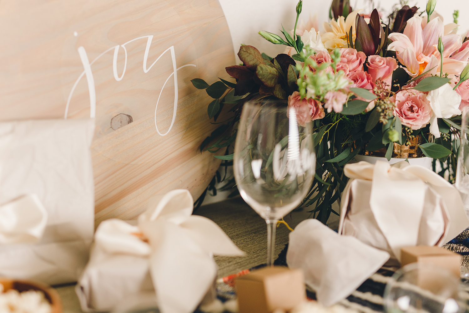 Simple wood signs in place of traditional holiday color themes and decor | A Fabulous Fete