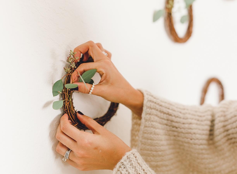 Holiday wreath decor diy | A Fabulous Fete