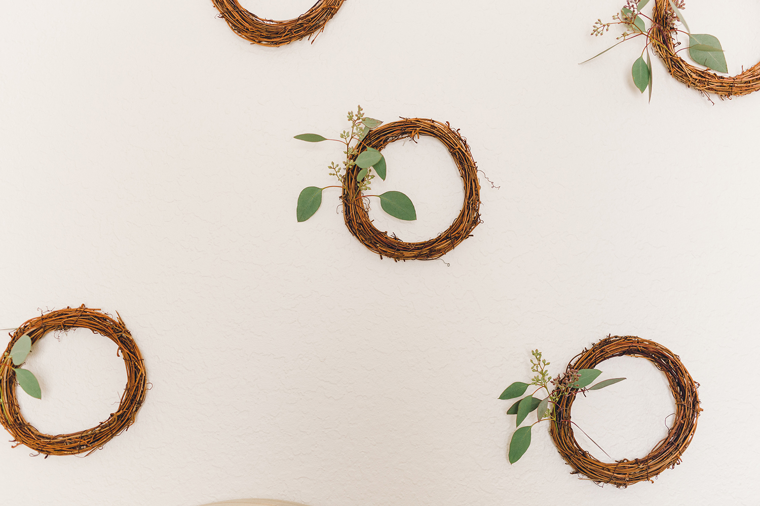 How to create a backdrop with inexpensive wreaths | A Fabulous Fete