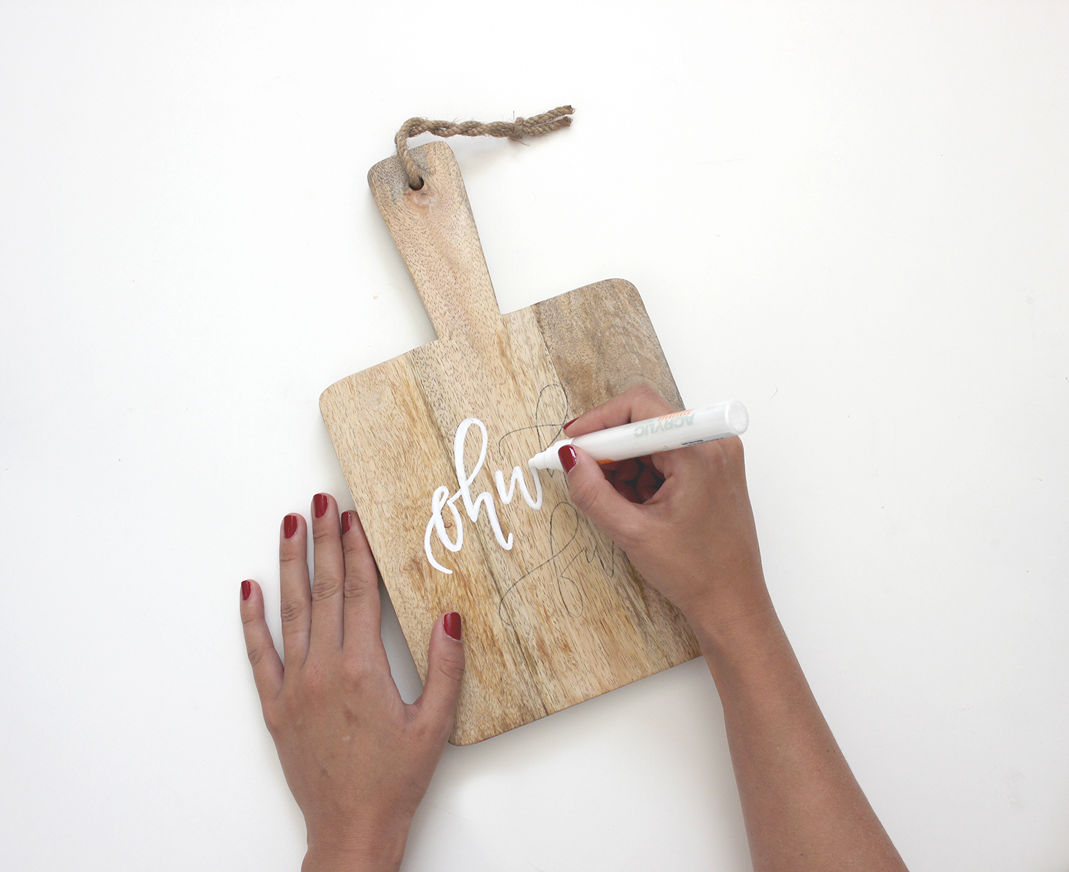 Grab this printable calligraphy guide you can trace to make these fun cutting boards! | A Fabulous Fete