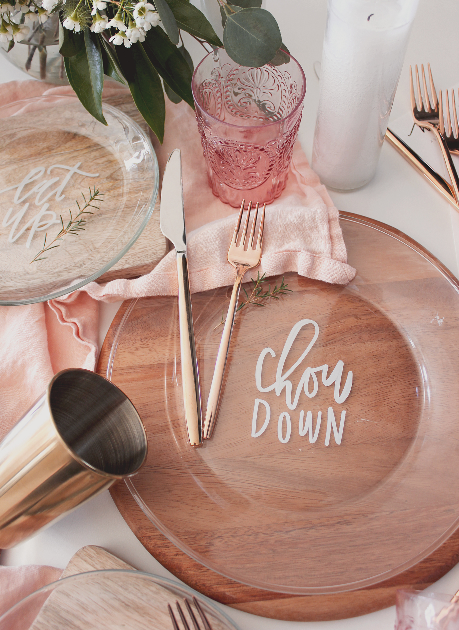 Calligraphy embellished plates for a dinner party | A Fabulous Fete