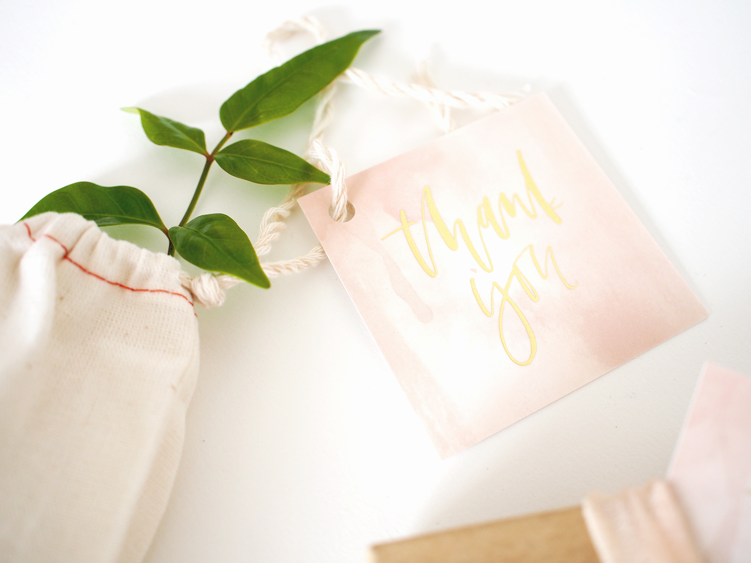 How to create these gold foil thank you tags yourself   A Fabulous Fete