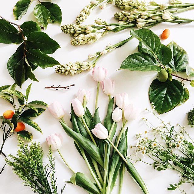 Ingredients for a summer flower arrangement | A Fabulous Fete