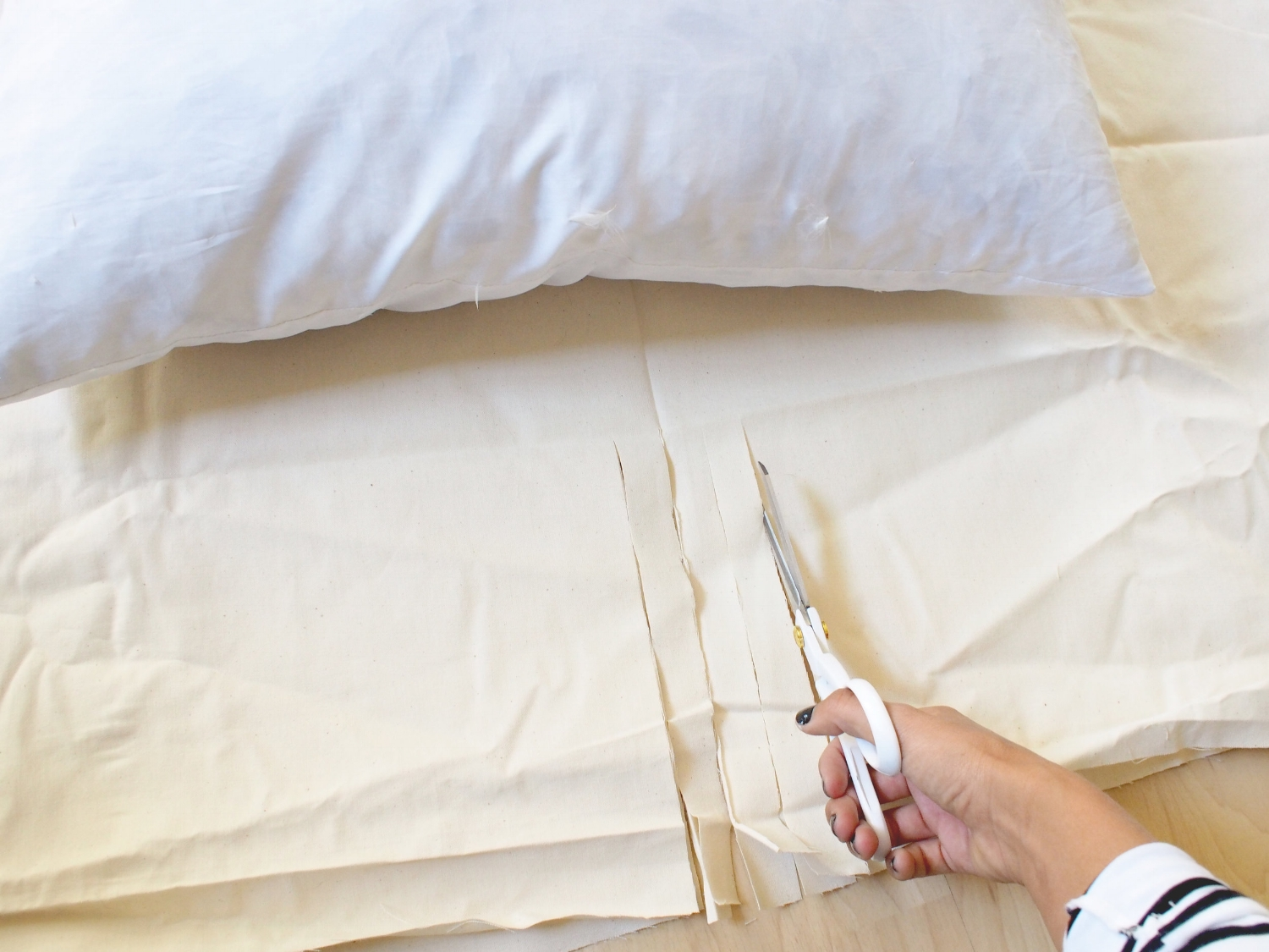 Step by step tutorial for new so floor pillows | A Fabulous Fete