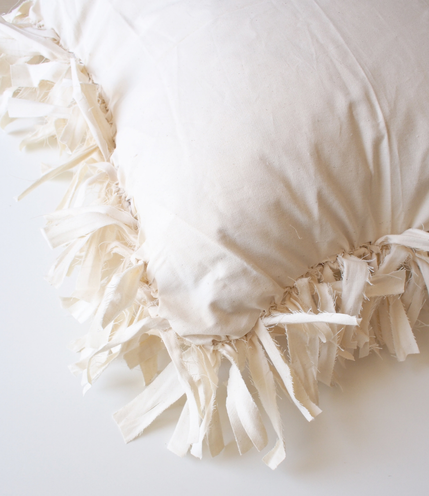 How to make these pillows in under an hour on the blog! | A Fabulous Fete