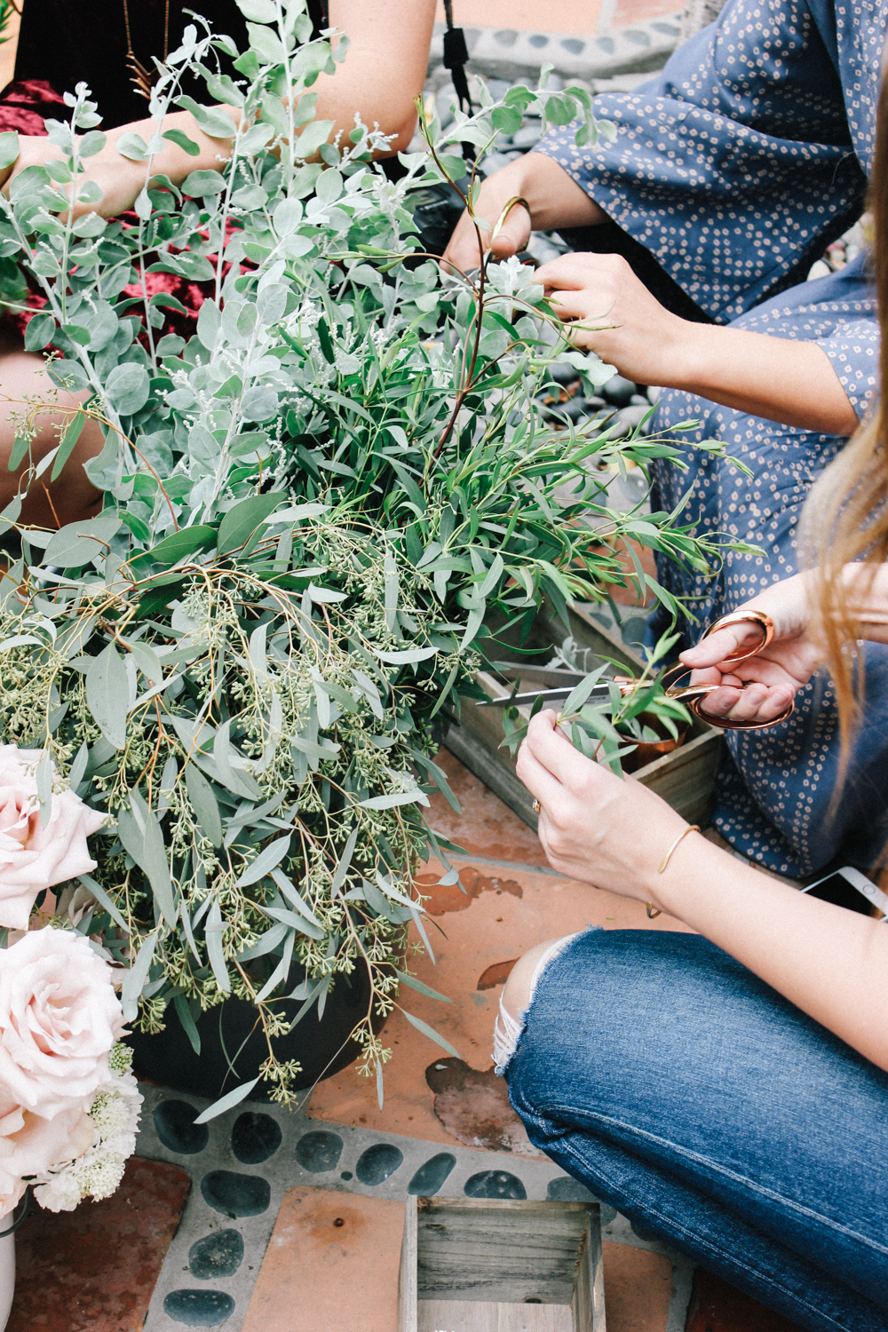 DIY flower arrangements to tuck into hostess gift boxes | A Fabulous Fete