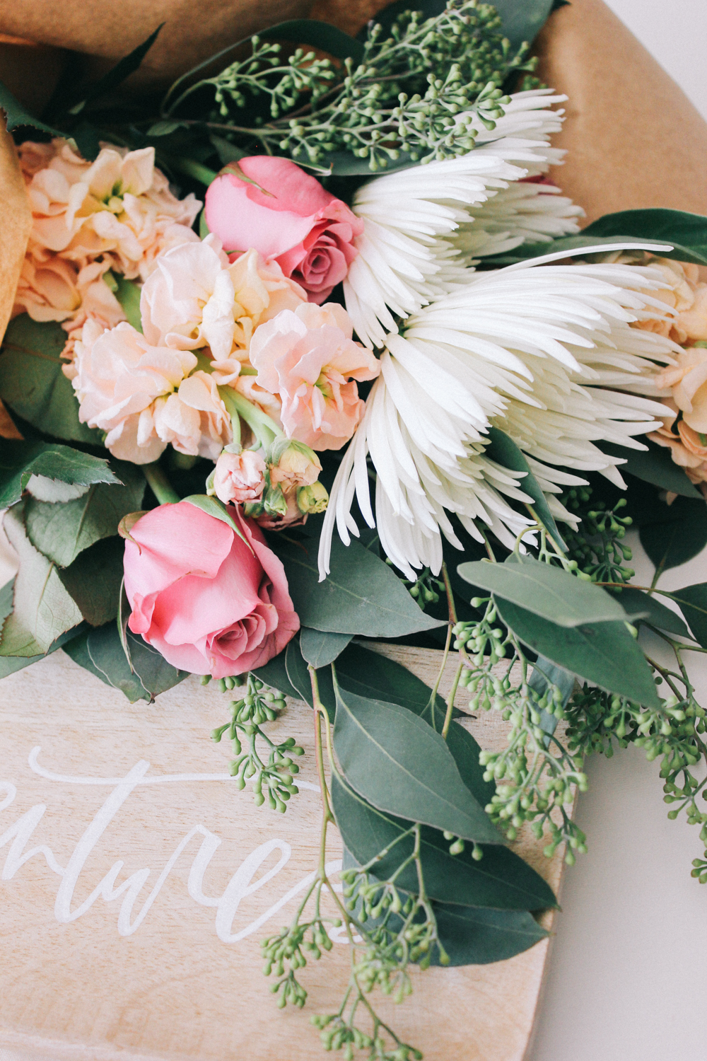 Re-wrap grocery store blooms for a sophisticated bouquet on a budget! | A Fabulous Fete