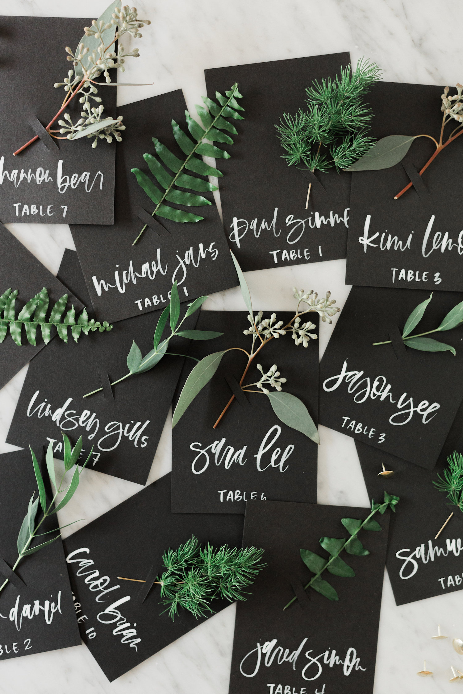 Fresh fall place cards and escort cards you can easily make for your holiday get togethers | A Fabulous Fete