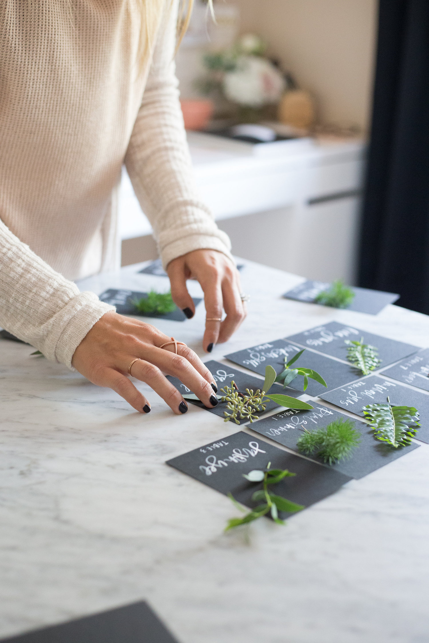 How to use fresh greenery on your place cards at your holiday parties | A Fabulous Fete