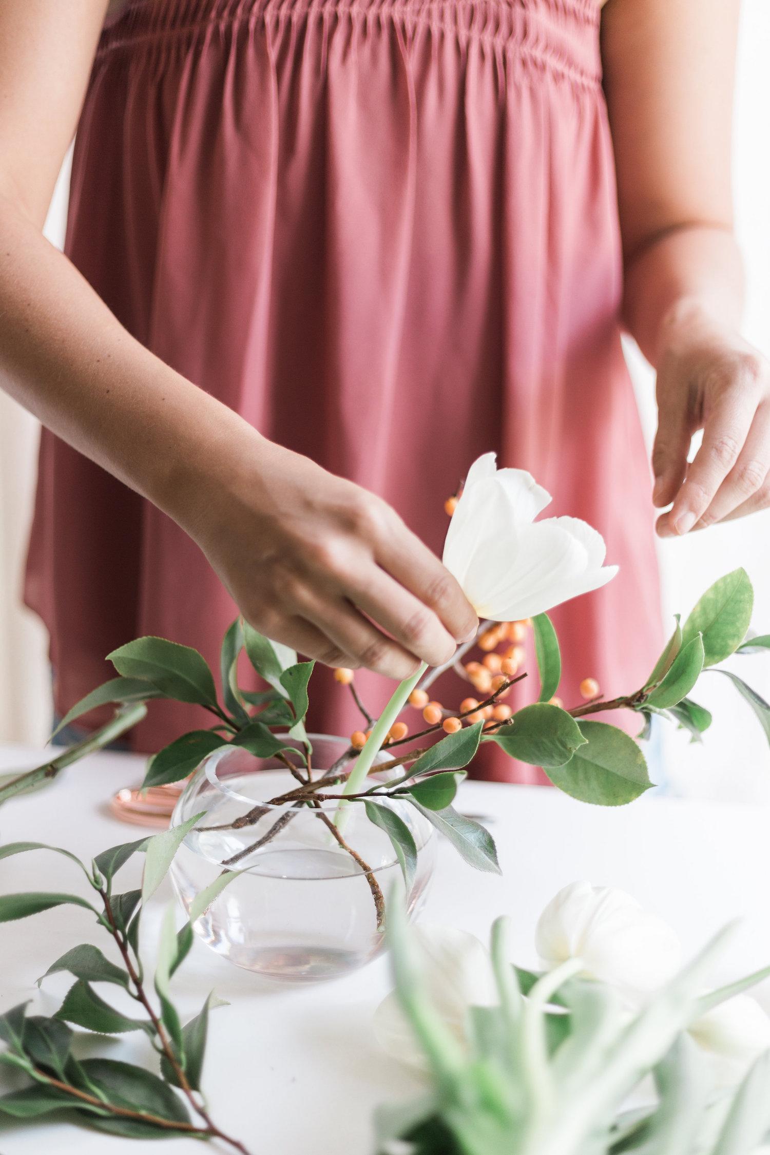 How to create a quick arrangement in a bubble vase | A Fabulous Fete