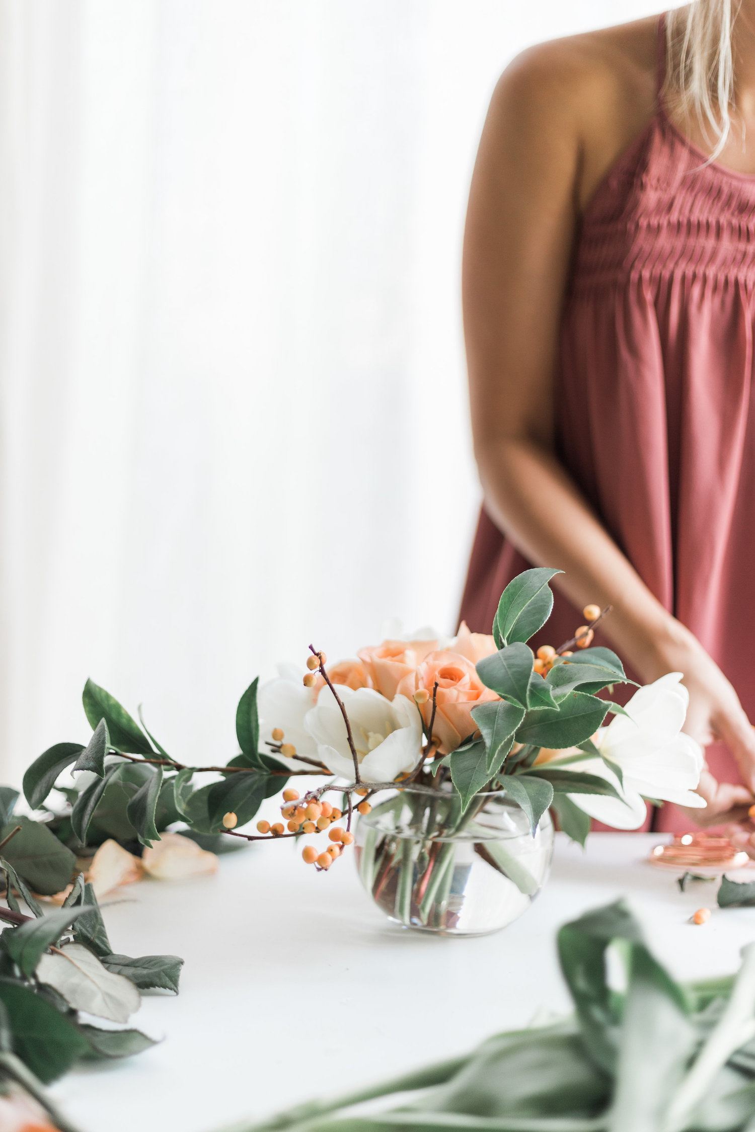 How to create this quick and easy holiday flower arrangement | A Fabulous Fete