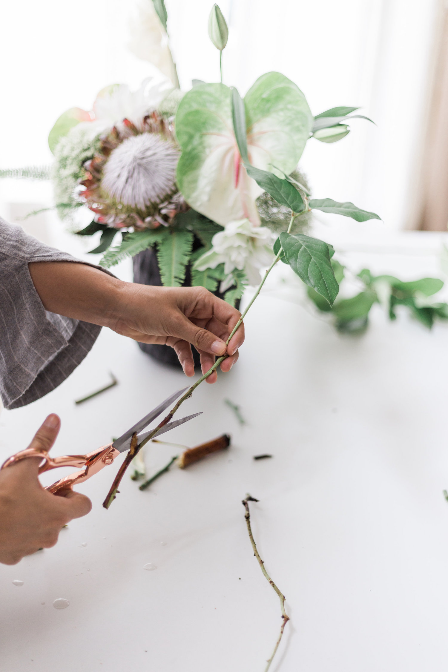 Tips for trimming flowers that go in your arrangments | A Fabulous Fete