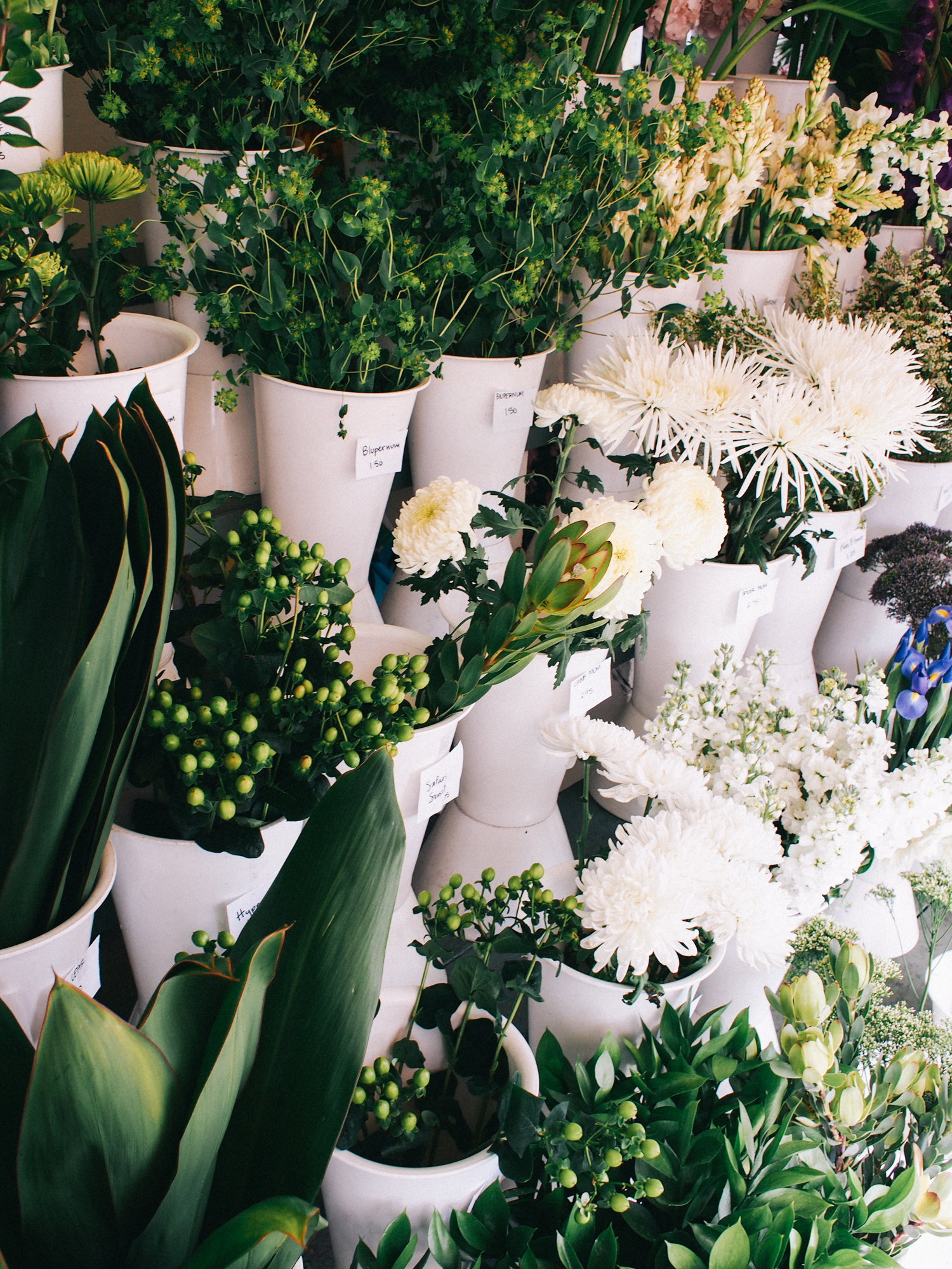 Flower stand in Laguna Beach | A Fabulous Fete