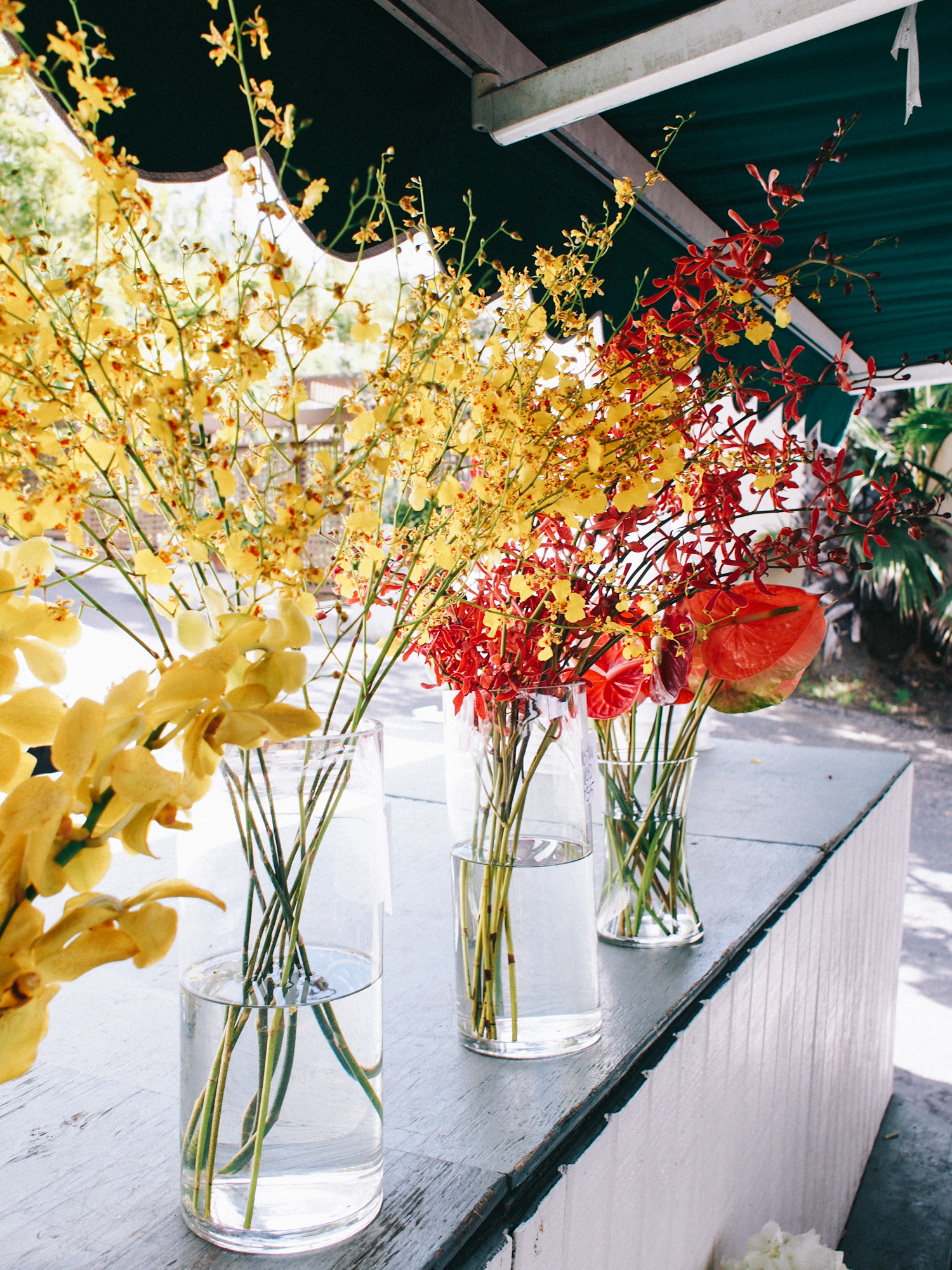 The best FRESH selection at my fave flower stand in Laguna Beach | A Fabulous Fete