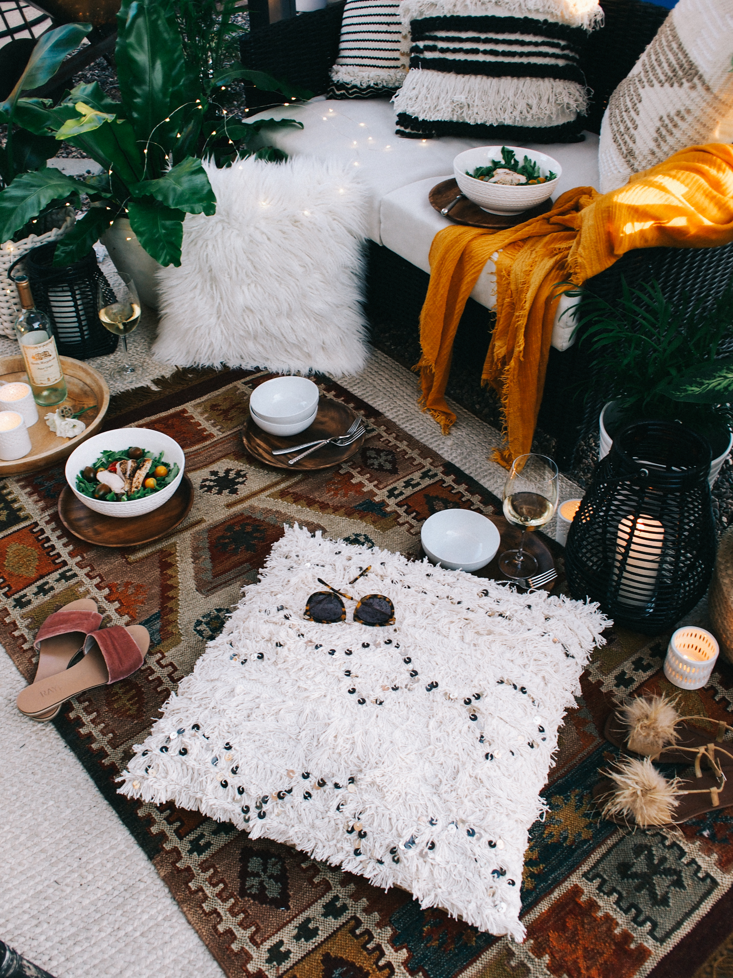 Piles of rugs and pillows for an outdoor BBQ | A Fabulous Fete