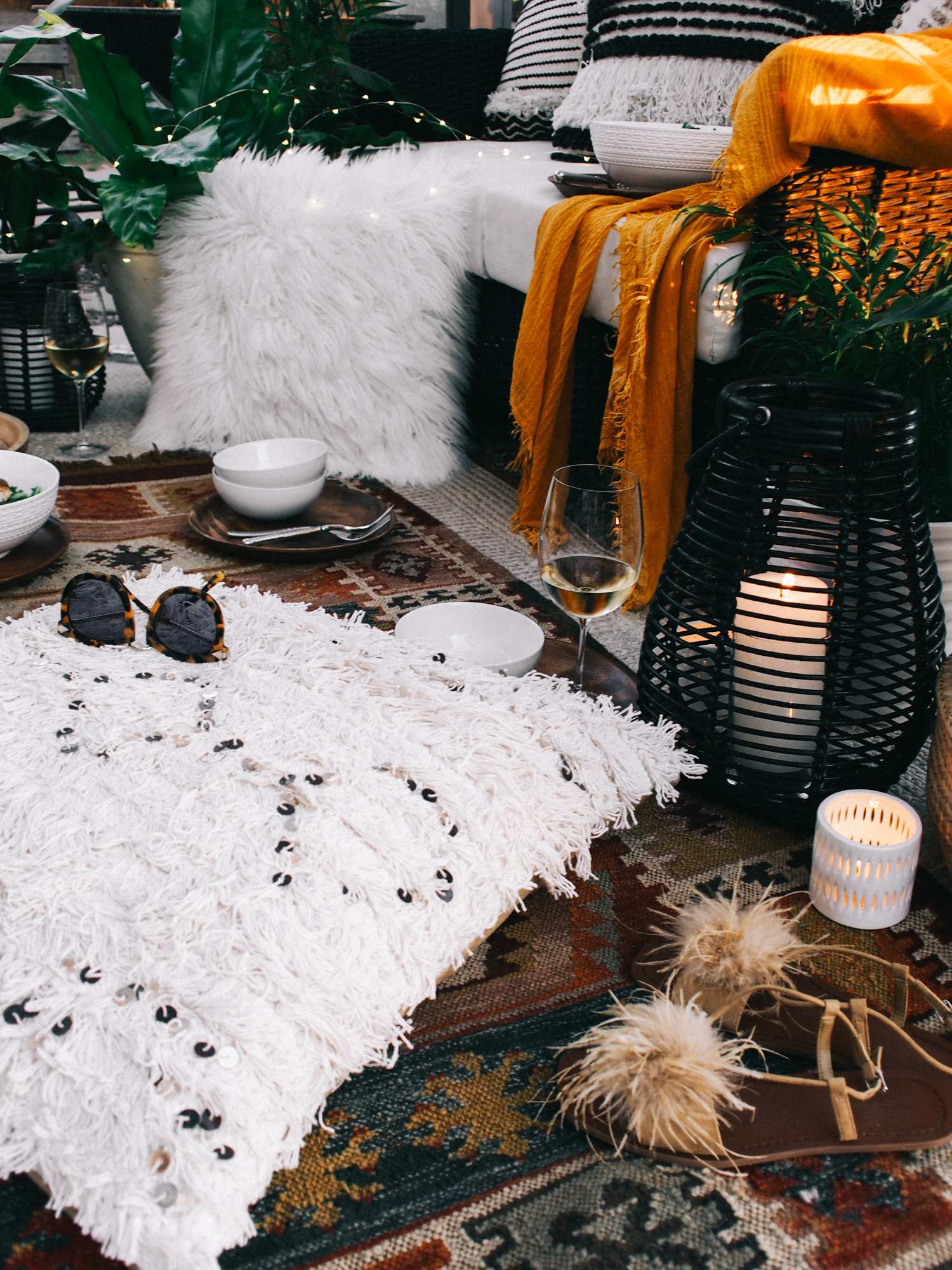 Spend your sunsets at home with friends with these easy decorating ideas | A Fabulous Fete
