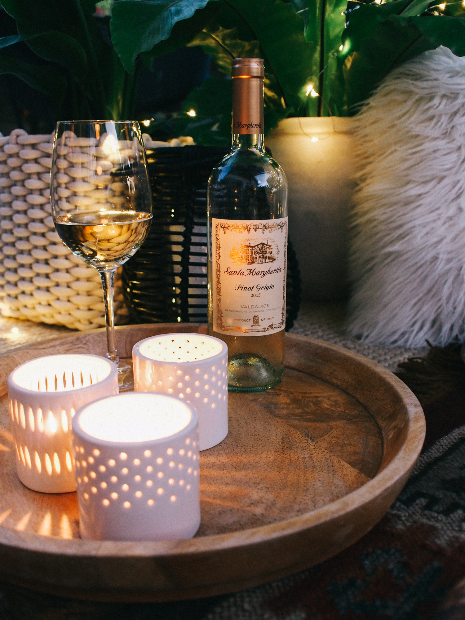 Refreshing Pinot Grigio is our fave for summer BBQ's, more entertaining tips on the blog! | A Fabulous Fete