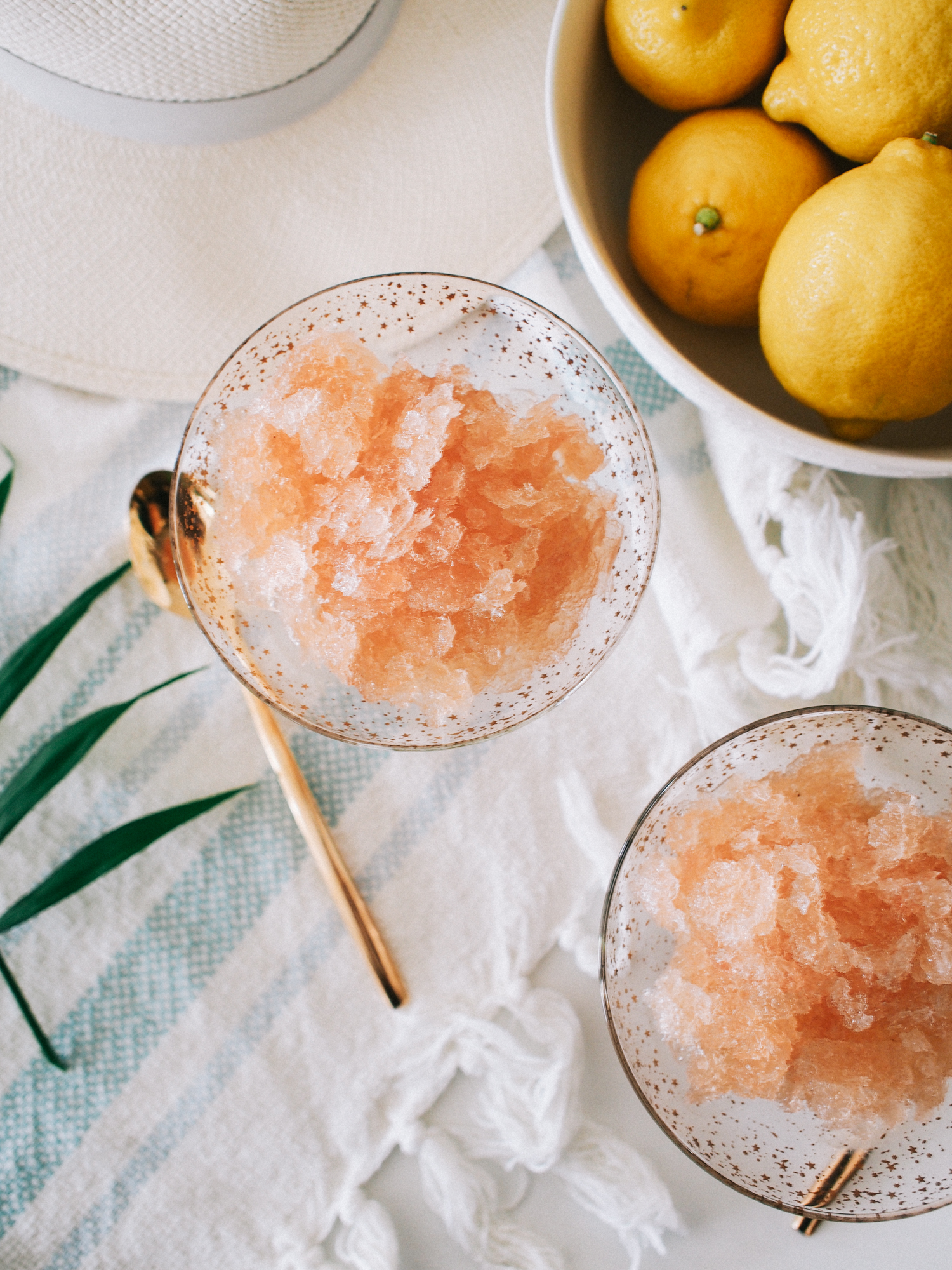 You have to try this frosé recipe! It's super easy and only has 3 ingredients | A Fabulous Fete