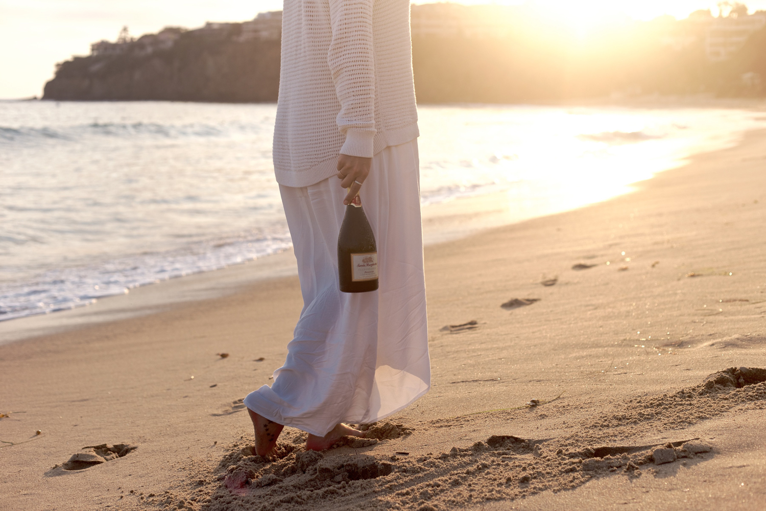 Sunset walks down the beach in the summer | A Fabulous Fete