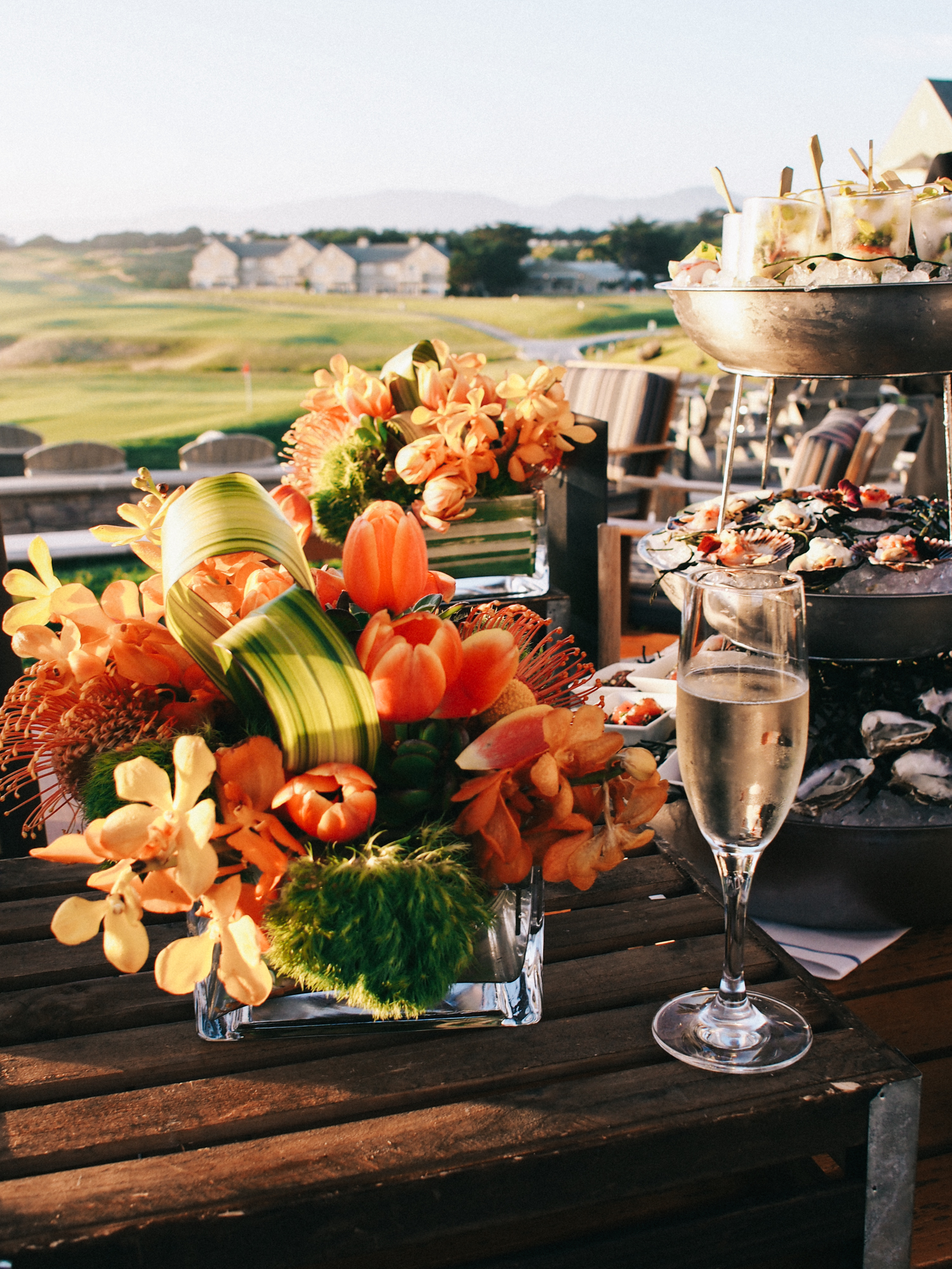 Champagne and perfect blooms for this sunset reception | A Fabulous Fete