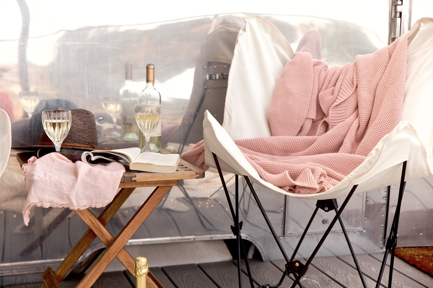 Love these butterfly chairs for glam-camping! | A Fabulous Fete