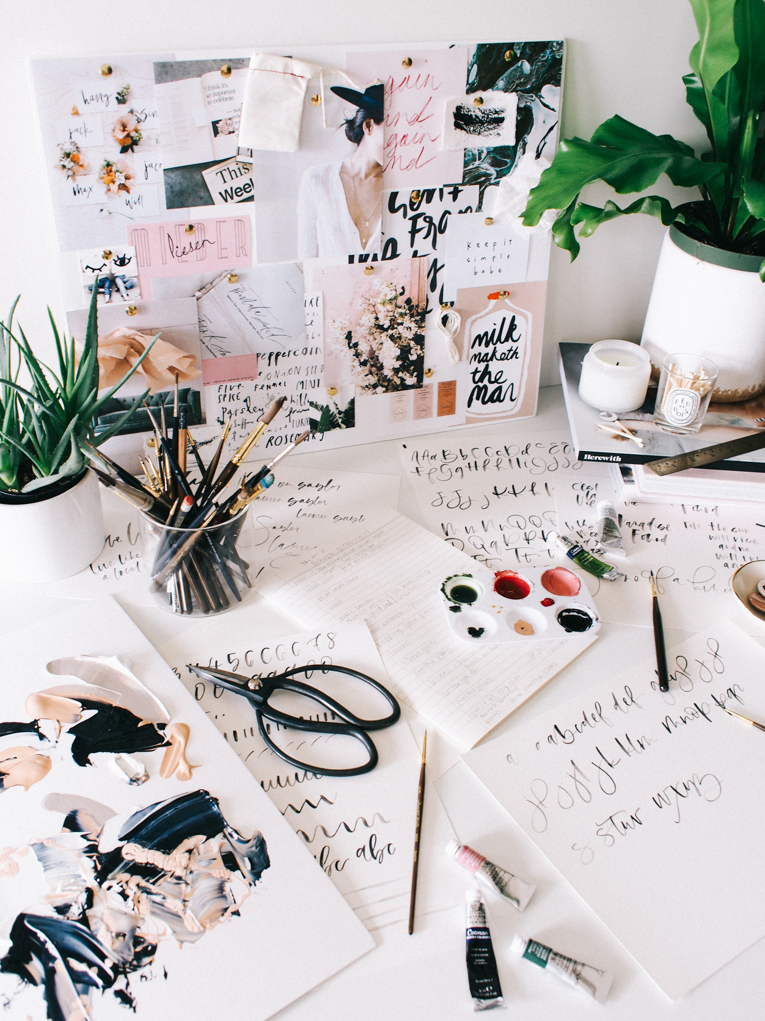 My favorite way to have my desk | A Fabulous Fete