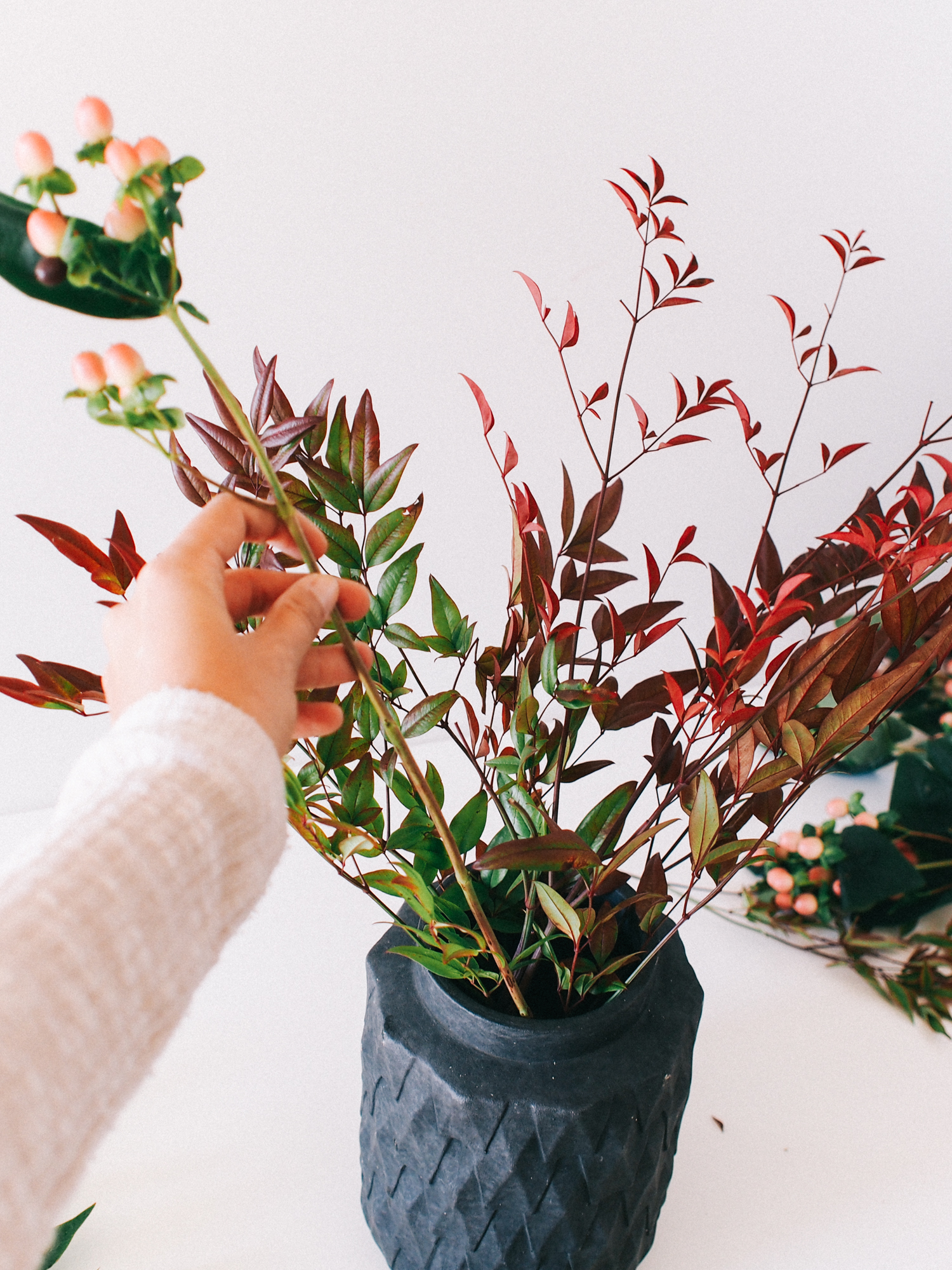 How to create a fall arrangement with unexpected pink pops | A Fabulous Fete